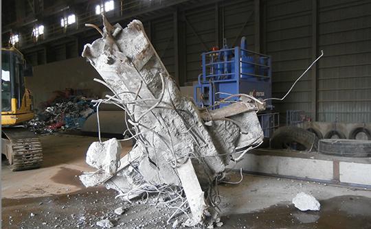 建造物の解体におけるブロック解体物の受入(大塊コンクリート廃材、鉄&コンクリート)